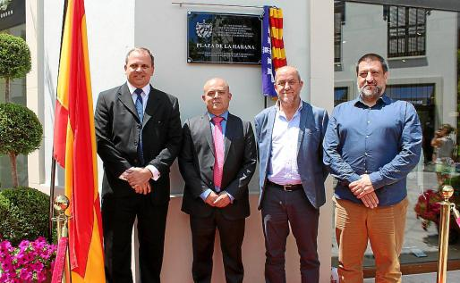 El embajadr de Cuba en España, Eugenio Martínez; Juan Góngora, Joan Francesc Canyelles y Jesús Jurado.