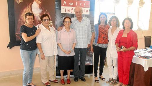 Carme Serra, María Alcázar, Maria Camps, José Maria Caldentey, Paula Serra, Margalida Pons y Alicia Vidal.