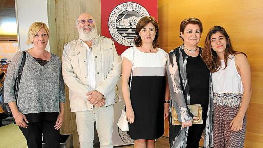 Francisca Genovart, Miquel Albertí, Juana Reig, Rosa Font y Rosa Valdivia Font.