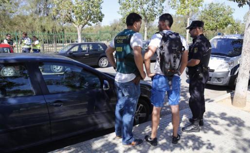 Efectivos de la Policía y de la Guardia Civil, en un momento del operativo desplegado en Palma.