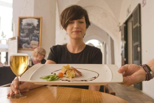 Hace tiempo que la cocina en miniatura de las tapas ha llamado la atención de la alta cocina.