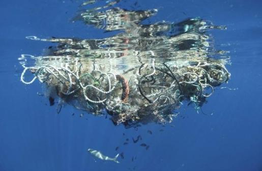 La exposición 'Mar de plástico' cuenta con obras de Eulàlia Valldosera.