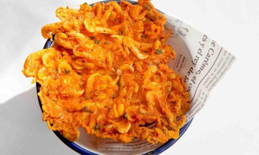 La tortilla de camarón es una de las especialidades de El Tapas de Flanigan.