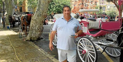 Manuel Vargas, junto a las galeras de la calle Conqueridor, donde llevan cerca de diez años.