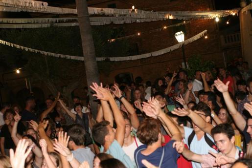 Las fiestas patronales de las localidades de la Part Forana se colapsan de jóvenes dispuestos a disfrutar de la noche.