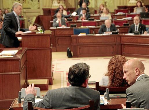 Imagen de un pleno del Parlament, que el martes reanudará sus sesiones con acuerdos.