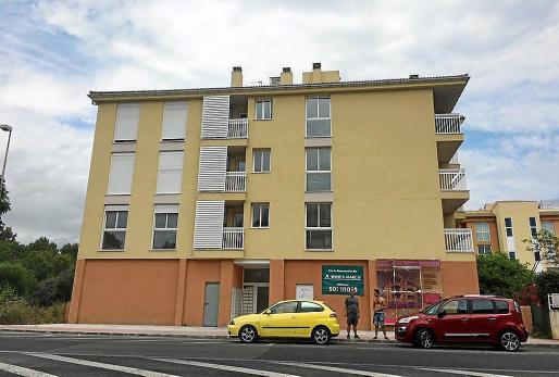 El edificio ocupado ilegalmente en Cala Rajada está ubicado a la entrada del núcleo turístico. La Guardia Civil del cuartel de Artà está investigando el caso.