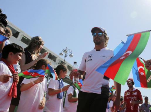 El español Fernando Alonso, a su llegada al Gran Premio de Europa de Fórmula 1.