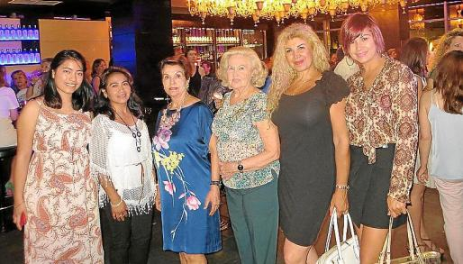 Jessica y Julia Pachá, Manoli Barroso, Cati Rullan, Sedi Behvarrad y Khaterine Vizcarra.