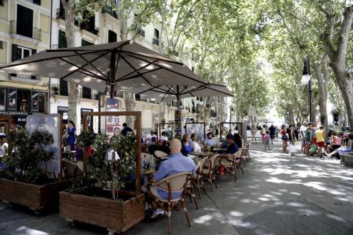 El gasto medio en bares, restaurantes y hoteles superó los 2.700 euros.