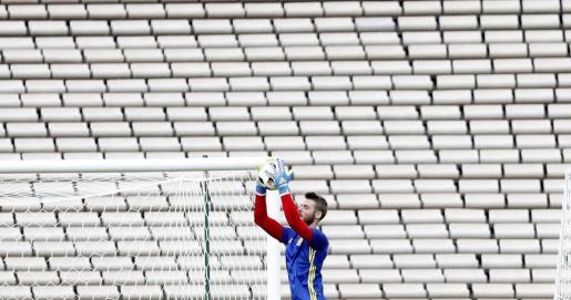 El portero de la selección española David de Gea durante el entrenamiento de hoy en el Estadio Jacques Chaban-Delmas de Burdeos, en la víspera del partido de la Eurocopa que les enfrenta mañana a Croacia.