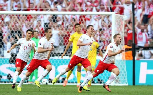 Jakub Blaszczykowski celebra el gol de Polonia.