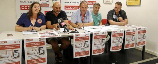 Aurora López (UGT), Guillem Vila (CSIF), Paco Moreno (CCOO), Manuel Ramis (STEI) y Alejandro Juan (USAE) en rueda de prensa.