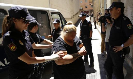 Una de las integrantes del clan de 'El Moreno' es conducida a los juzgados.