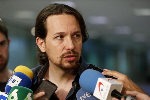 El candidato de Unidos Podemos, Pablo Iglesias, durante las declaraciones efectuadas este jueves a los medios en el Congreso de los diputados, en Madrid.