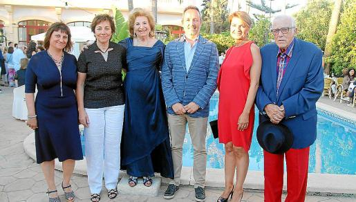 Gabriela y Maria Antònia Martorell, Maria Fullana, Pere Muñoz, Margalida Duran y Tumy Bestard.