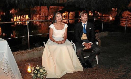 Tonina Servera y Pedro Cabrer en el idílico marco de las Cuevas del Drach.