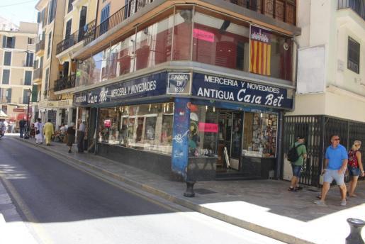 Fachada del negocio de la familia Cortés que cierra tras 177 años en activo.