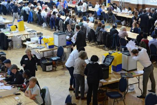 Conteo de votos en las urnas de Westminster, Londres (R.Unido) este jueves 23 de junio de 2016.