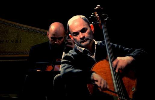 El músico y director francés Christophe Coin durante una actuación.