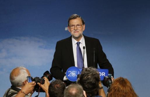 El presidente del PP, Mariano Rajoy, en la rueda de prensa tras presidir el Comité Ejecutivo Nacional, ha ofrecido este lunes su mano a los partidos «moderados» para intentar formar un Gobierno «estable» tal y como, a su juicio, están demandando los ciudadanos después de los resultados de las elecciones.