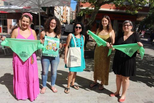 La regidora Eva Frade presentó el Trescabarris de Pere Garau acompañada de algunas impulsoras de la iniciativa.