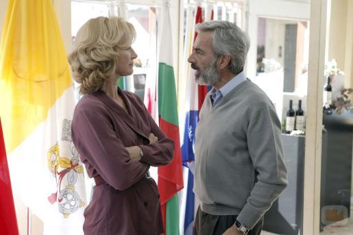 Imanol Arias y Ana Duato en la serie 'Cuéntame' .