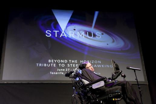 El físico británico Stephen Hawking pronuncia la charla 'A Brief History of Mine' en la que hace un repaso a su vida y carrera, este miércoles en el festival Starmus de Arona.