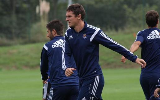 El defensa central Jon Ansotegui, fichado por el Real Mallorca, durante un entrenamiento en su etapa como jugador de la Real Sociedad.
