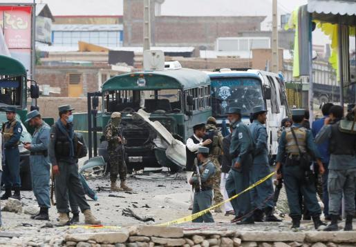 Un doble atentado contra un convoy de la policía en Kabul este jueves ha provocado al menos 38 muertos y 40 heridos.