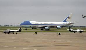 El Air Foce One, el avión del presidente de EEUU, en la base de Andrews.