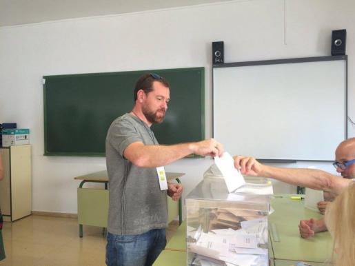 David Abril votando el 26J.