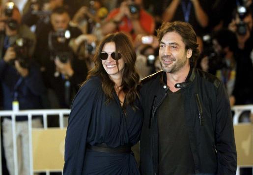 La actriz estadounidense Julia roberts y el actor español Javier Bardem a su llegada al hotel donde se alojan.
