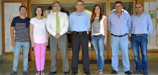 Foto de grupo del equipo de gobierno de Muro, compuesto por regidores de CDM, PI y PP.