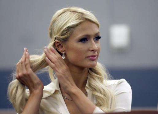 Paris Hilton, hoy durante su comparecencia en el juzgado, donde esperaba su sentencia.