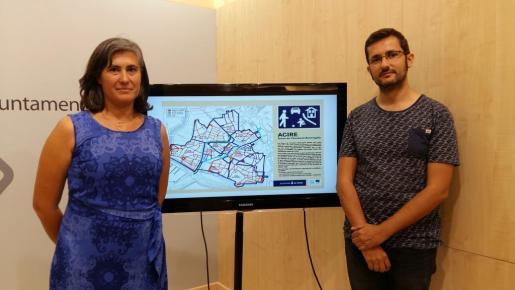 El regidor de Mobilitat, Joan Ferrer, mostrando el mapa de las Zonas Acire del centro de Palma