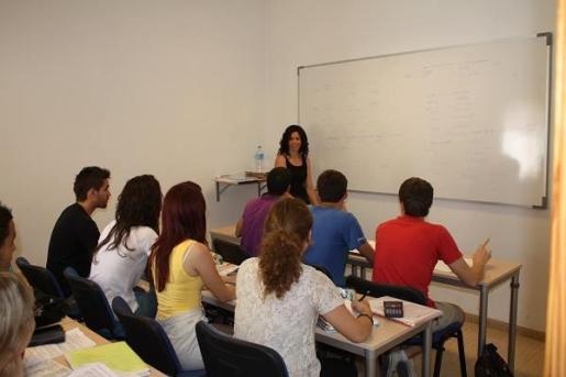 La Academia Auma es especialista en ofrecer clases de refuerzo para estudiantes universitarios y escolares, así como cursos de inglés.