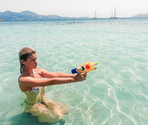 Adriana Abenia en aguas de Formentor.