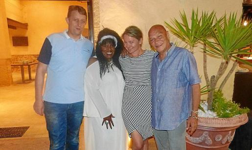 Benjamin Kristof, Michele McCain, Virginia Landaburu y Ary Felada.