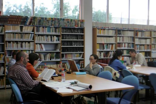 Un detalle de la biblioteca de la UNED en su centro de Palma.