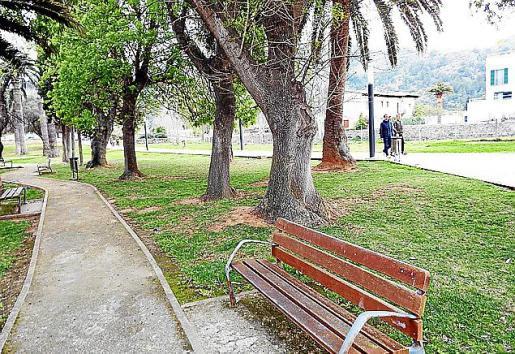 Uno de los parques públicos, ahora escasamente cuidados.