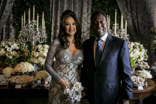 Fotografía facilitada por la Asesoría Hall de la Noticia que muestra la boda entre Pelé y la empresaria brasileña de origen japonés Marcia Cibele Aoki.