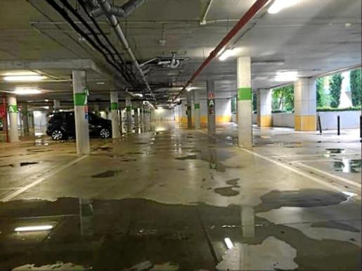 El fin de semana se rompió una válvula contra incendios y mojó parte del suelo del aparcamiento del hospital.