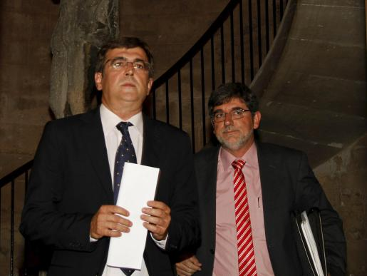El president del Govern, Francesc Antich, ha comparecido con el conseller de Mobilitat, Grabiel Vicens.