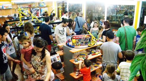 Bricks Mallorca despierta el interés de niños y no tan niños con sus figuras hechas con piezas de LEGO.