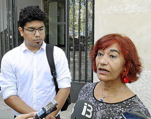 Aligi Molina y Nina Parrón, ante la Fiscalía, el día de la denuncia.