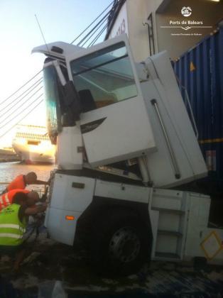 Imagen del camión accidentado.