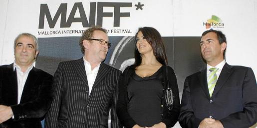 Carreras y Nadal escoltan a los actores Colm Meaney y María Cucinotta en la presentación del MAIFF.