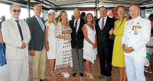 Juan José Balle, Arturo Lope, Concha Gómez-Puche, Beatriz Gómez, Juan Caridad, Toti Pou, Agustín Martínez, Carmen García de los Reyes y Manuel Caridad.