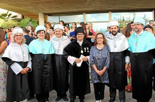 Berta Artigas, Iosune Salinas, el decano Joan de Pedro, el rector de la UIB, Llorenç Huguet; Xisca Mas, Miquel Bennàssar y Carlos Moreno.